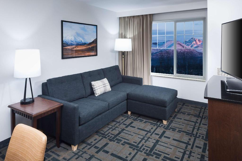 1 King Premium Mobility Hearing Accessible Tub Non-Smoking - Guestroom Embassy Suites Anchorage Hotel