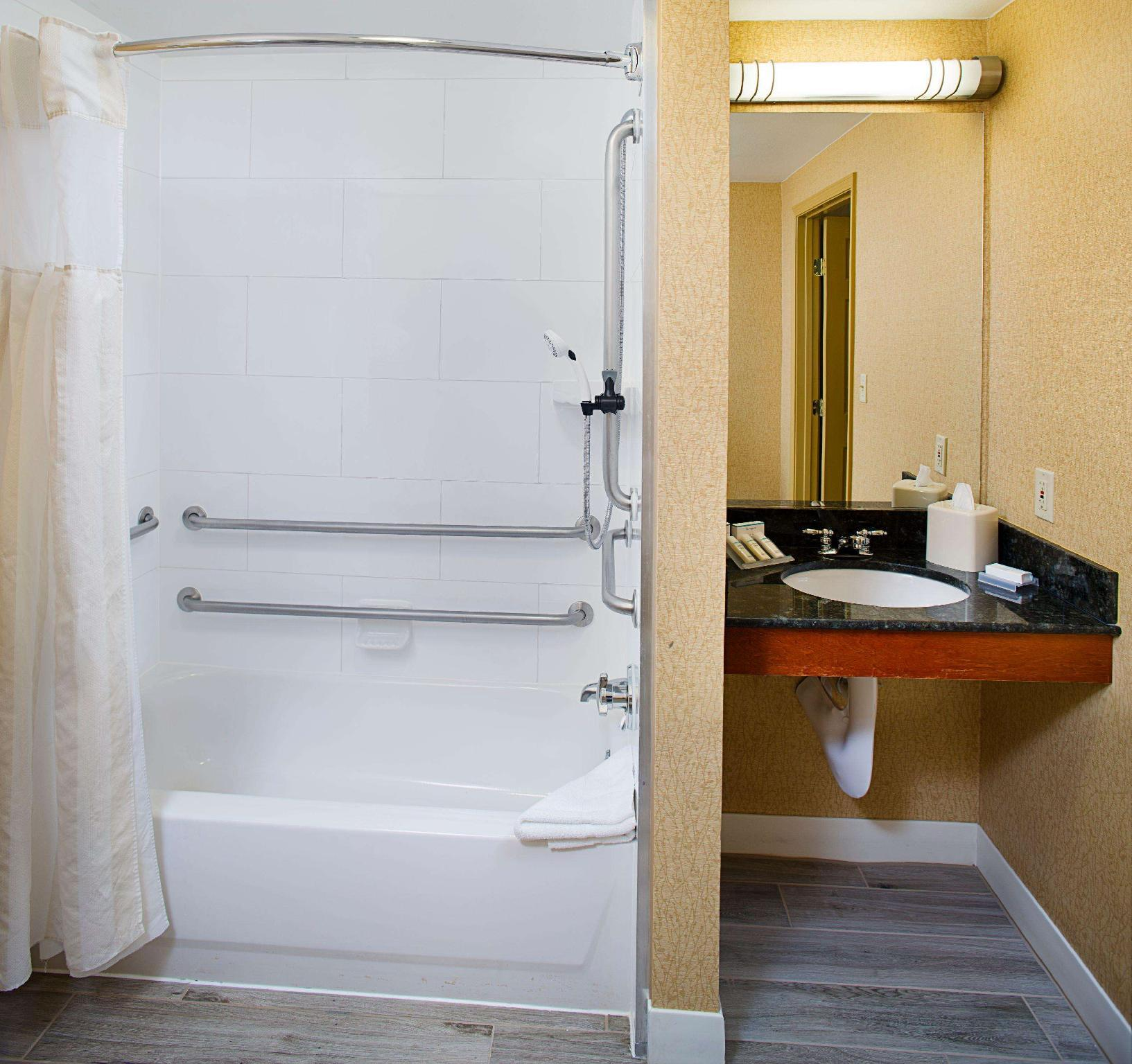 2 Double Accessible with Bathtub