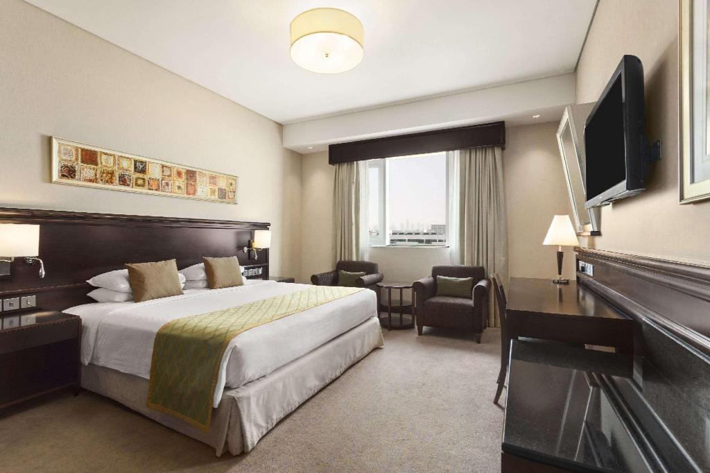 Classic King Bed Room - Guestroom Ramada by Wyndham Jumeirah