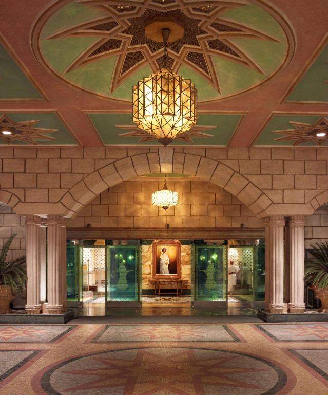 Foyer Grand Hyatt Muscat Hotel