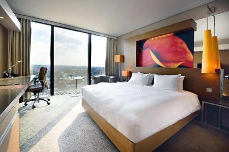 King Executive Plus - Guestroom Hilton Manchester Deansgate Hotel