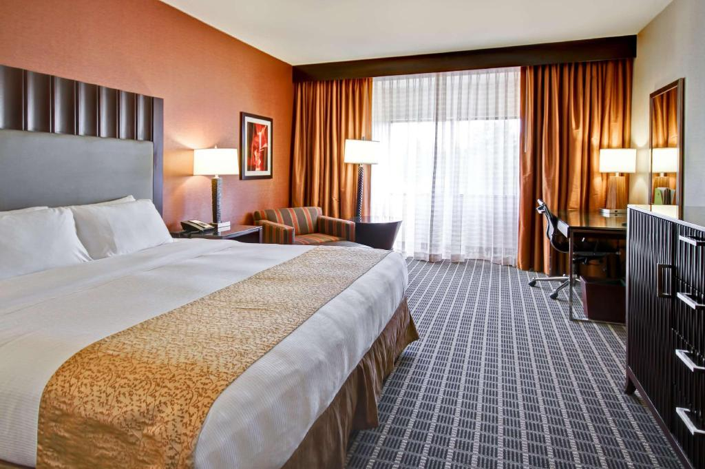 1 King Bed With Mini-Fridge - Guestroom Doubletree by Hilton Flagstaff