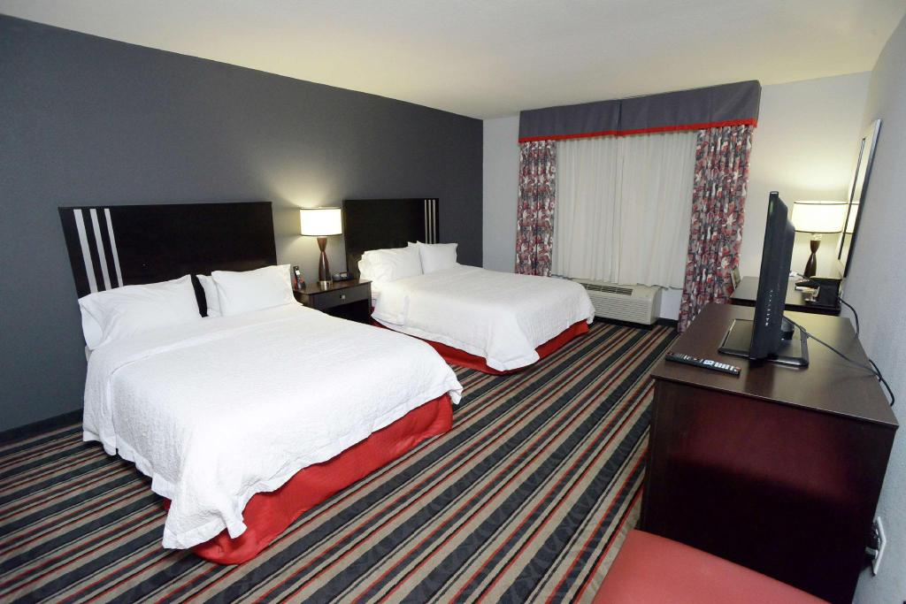2 Queen Accessible with Tub Non-Smoking - Guestroom Hampton Inn & Suites Albany At Albany Mall