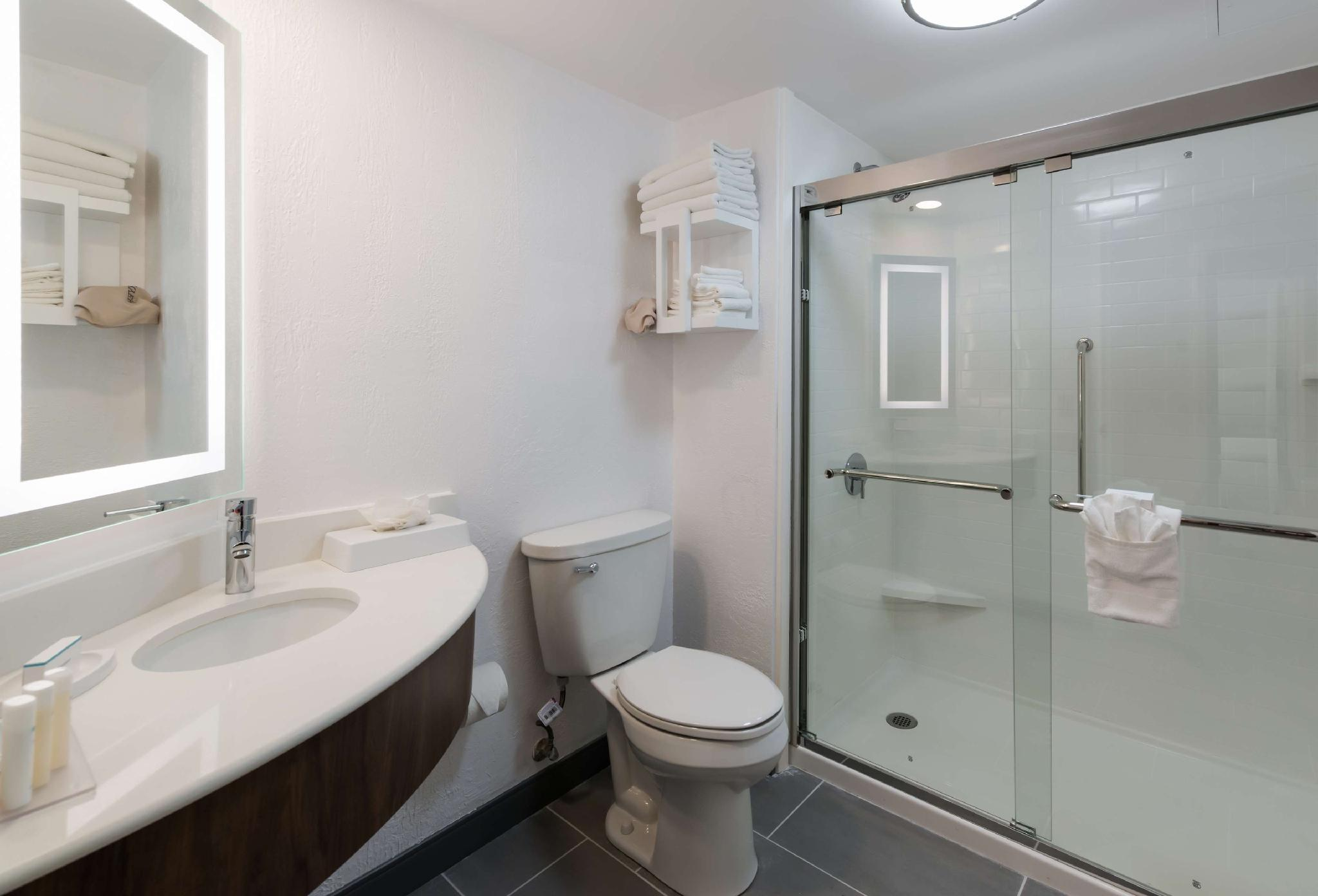 2 Double Accessible Tub Suite Non-Smoking