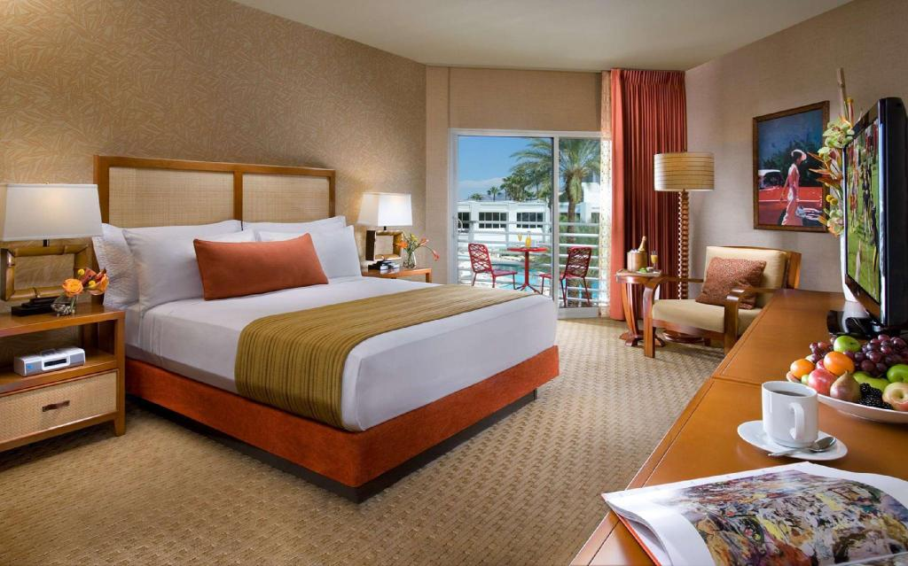 1 King Bed Balcony - Guestroom Tropicana Las Vegas - a DoubleTree by Hilton Hotel