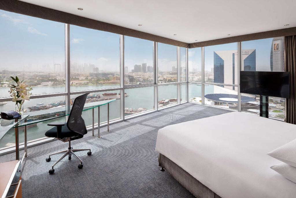 1 King Bed Deluxe Creek - Guestroom Hilton Dubai Creek