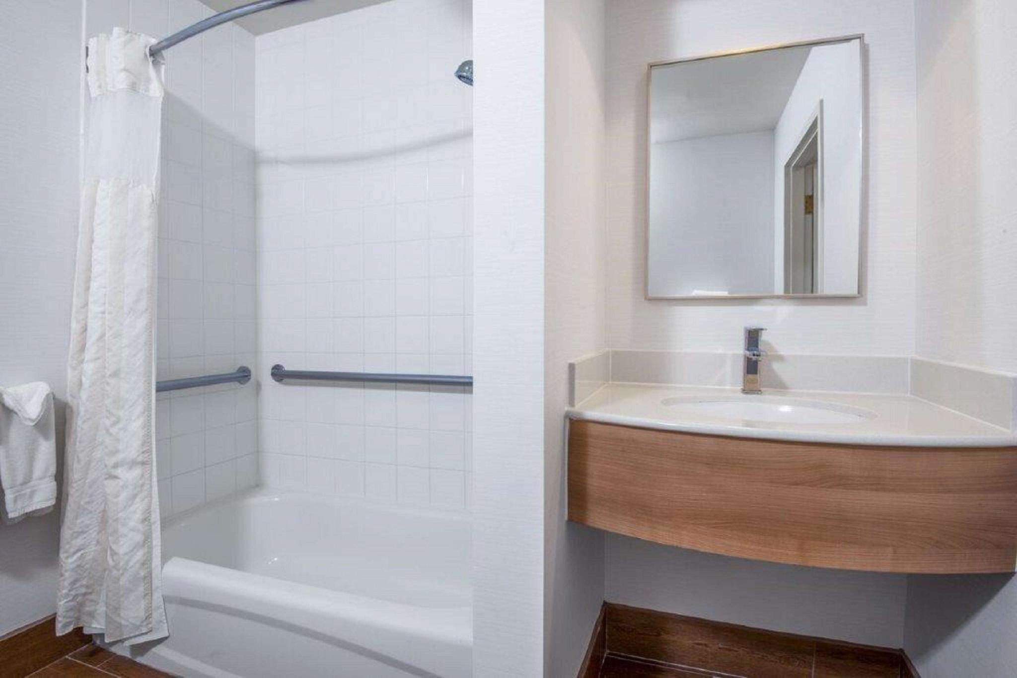 Hilton Garden Inn Wichita Hotel Wichita Ks Deals Photos Reviews