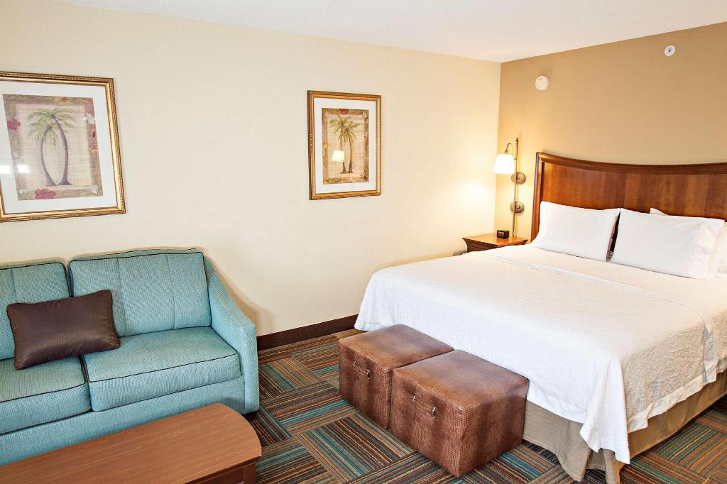 1 King Hearing Accessible Non-Smoking - Guestroom Hampton Inn And Suites Fort Myers Colonial Boulevard