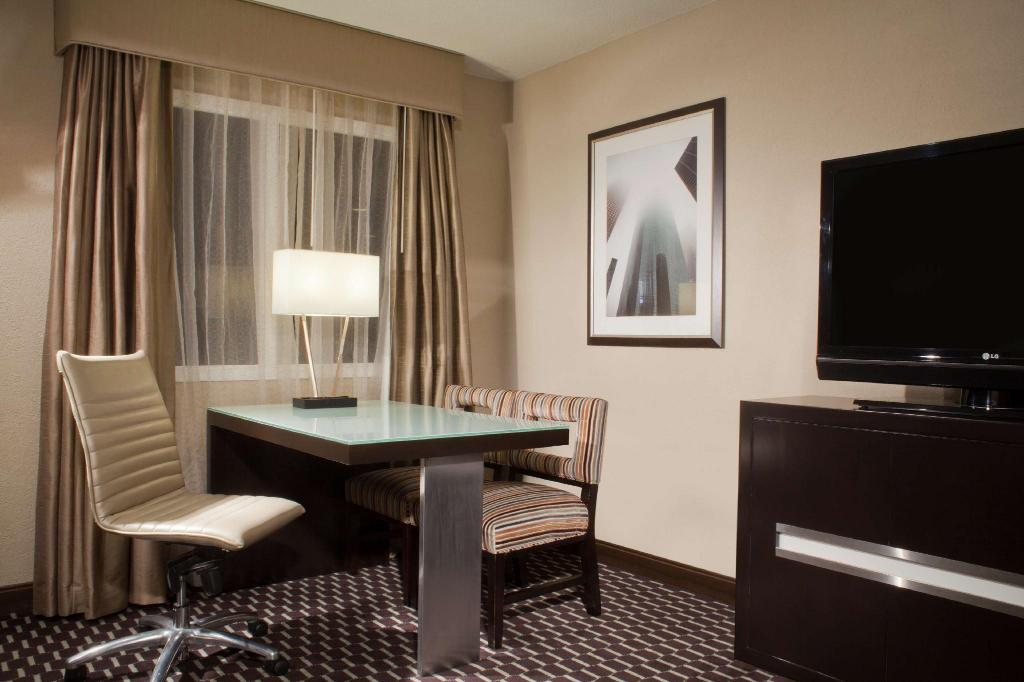 1 King Bed Non-Smoking - Guestroom Embassy Suites Houston - Near the Galleria