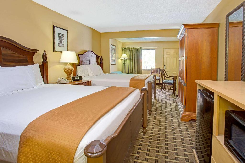 2 Queen Beds Accessible Room Non-Smoking - Guestroom Travelodge Suites by Wyndham Kissimmee Orange