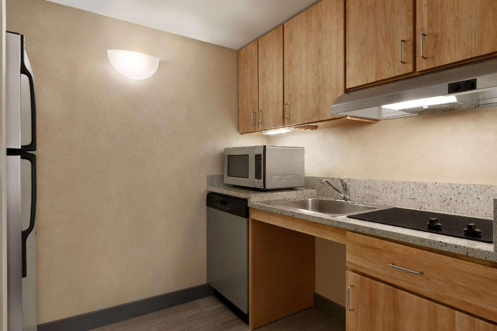 2 Double Accessible Roll in Shower Studio Non-Smoking Homewood Philadelphia University Of Pennsylvania Area Hotel