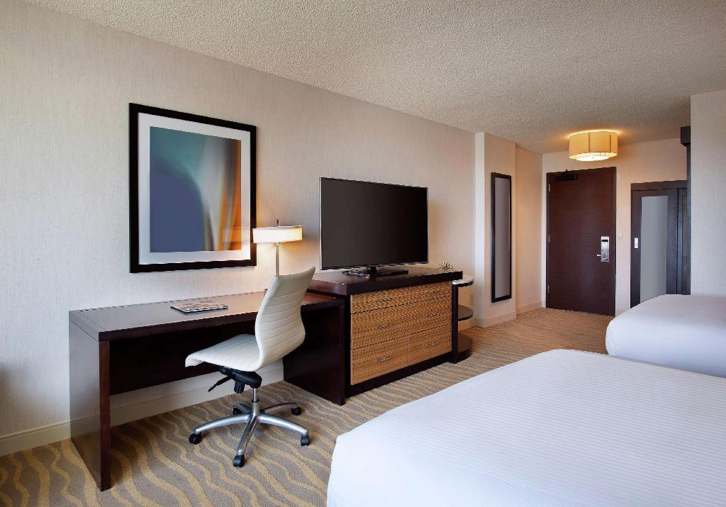 2 Queen Accessible Roll In Shower - Guestroom Doubletree San Diego Mission Valley Hotel