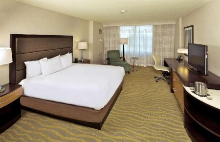 1 King with Lounge Chair - Guestroom Doubletree San Diego Mission Valley Hotel