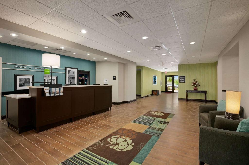 Lobby Hampton Inn And Suites Huntsville Research Park Area