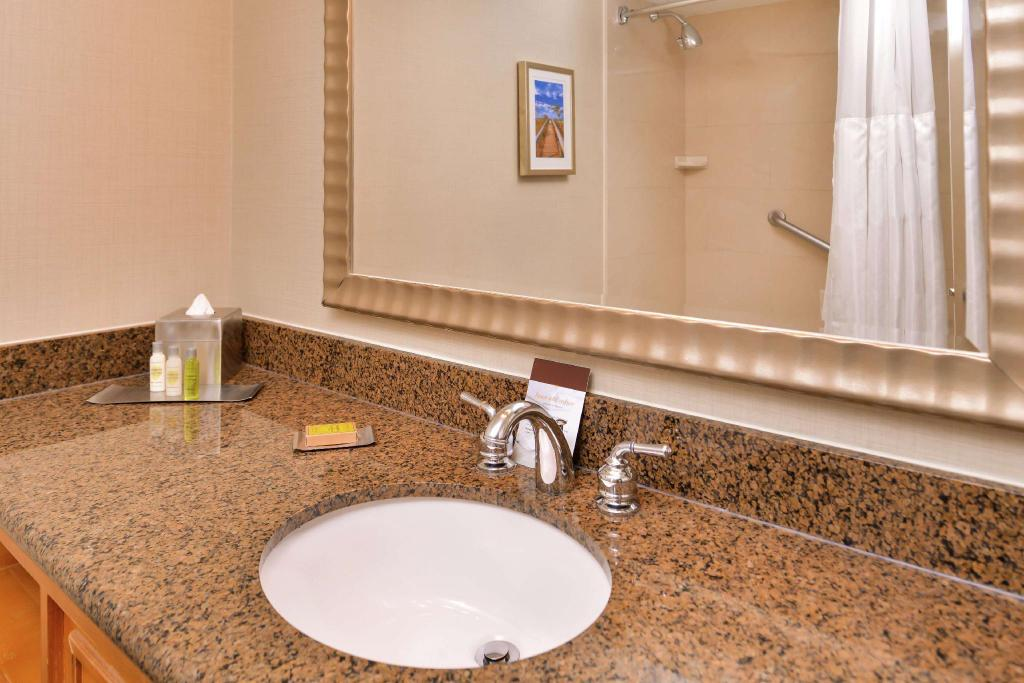 1 King Junior Suite Near Accessible Non-Smoking - Guestroom Doubletree by Hilton Hotel Tampa Airport - Westshore