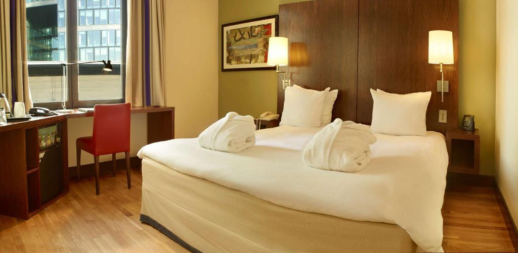 Fabulous Hilton Brussels City Hotel Belgium Photos Room Rates Home Interior And Landscaping Ymoonbapapsignezvosmurscom