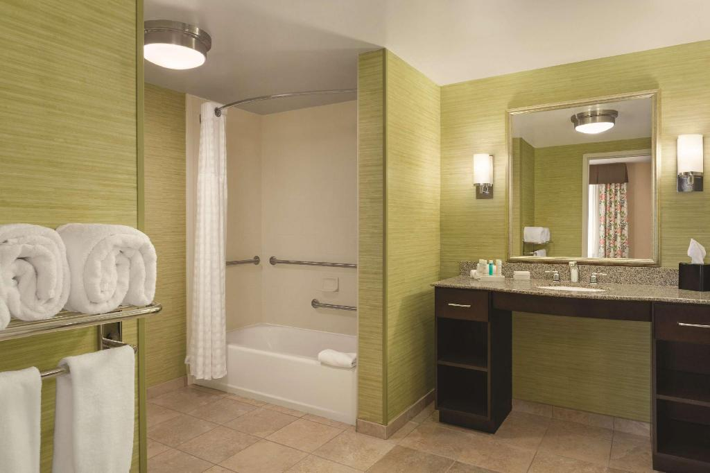 1 King Accessible Tub Studio Non-Smoking - Guestroom Homewood Suites by Hilton Joplin