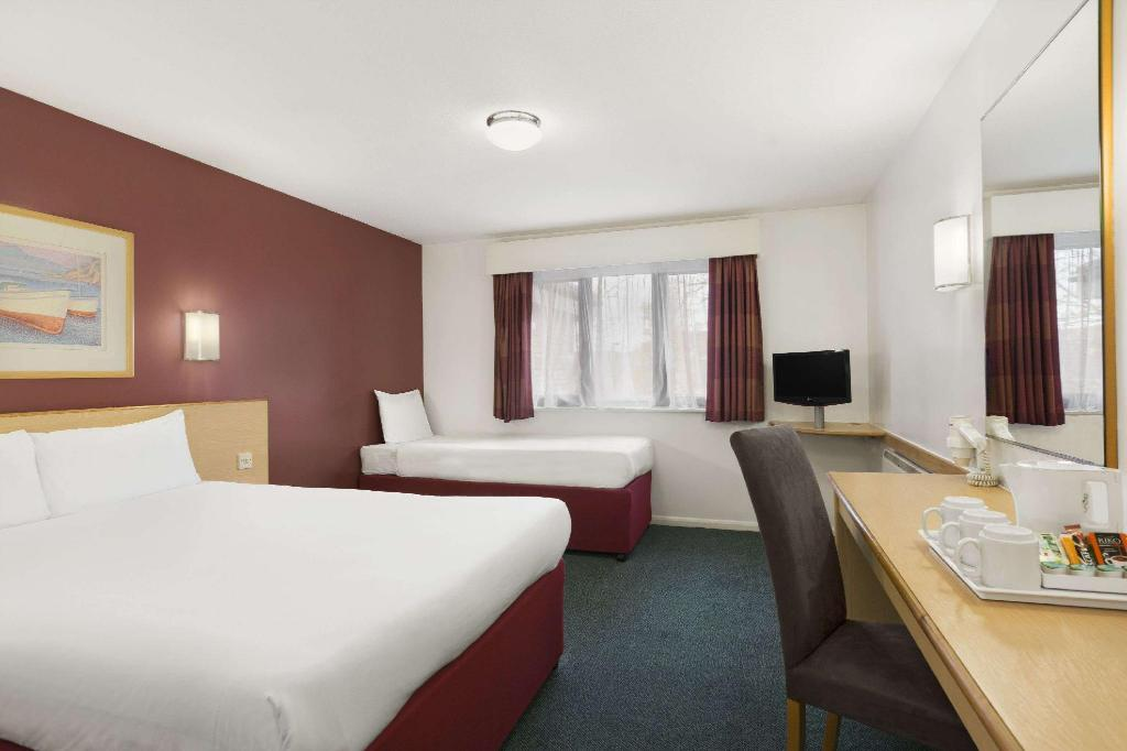 1 Double Bed and 1 Twin Bed Non-Smoking - Guestroom Days Inn by Wyndham London Stansted Airport