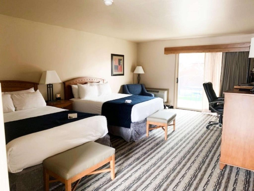 Accessible Room with 2 Queen Beds and Bathtub, No Smoking - Guestroom Best Western Sunset Inn