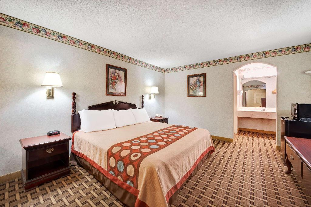 1 King Bed Accessible Room Non-Smoking - Вітальня Super 8 By Wyndham Dallas South