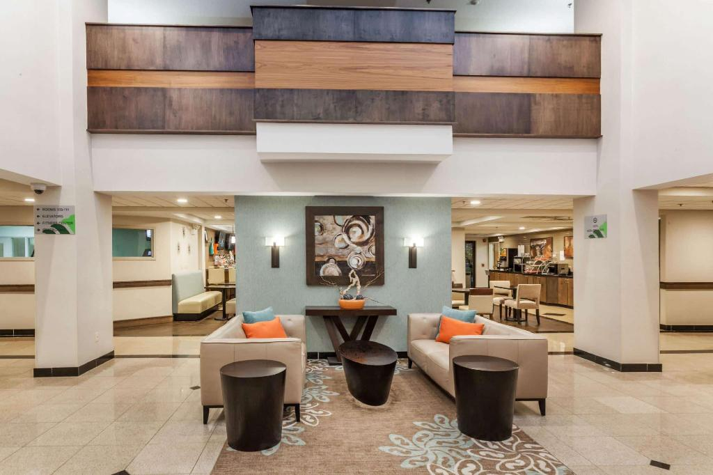 Lobby Wingate by Wyndham Schaumburg / Convention Center