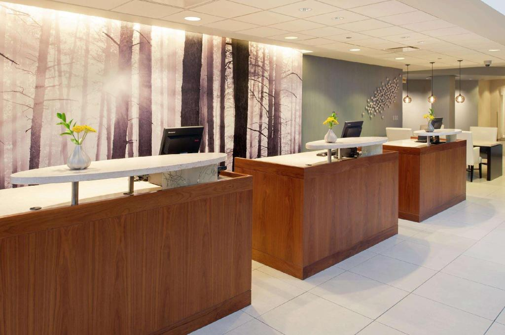 Vestabils DoubleTree by Hilton Hotel Chicago - North Shore Conference Center