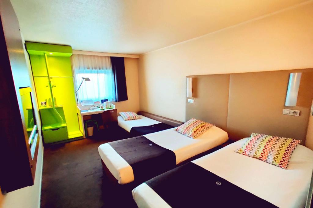 3 Single Beds, Triple Room - Guestroom
