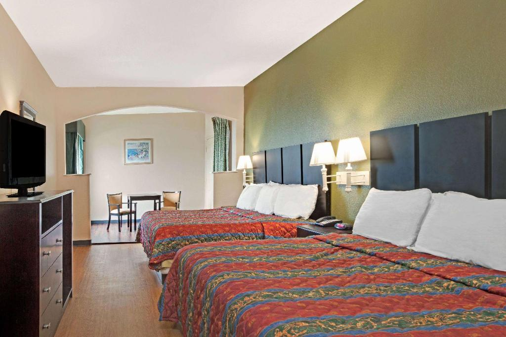 2 King Beds Non-Smoking - Suite room Travelodge by Wyndham Galveston