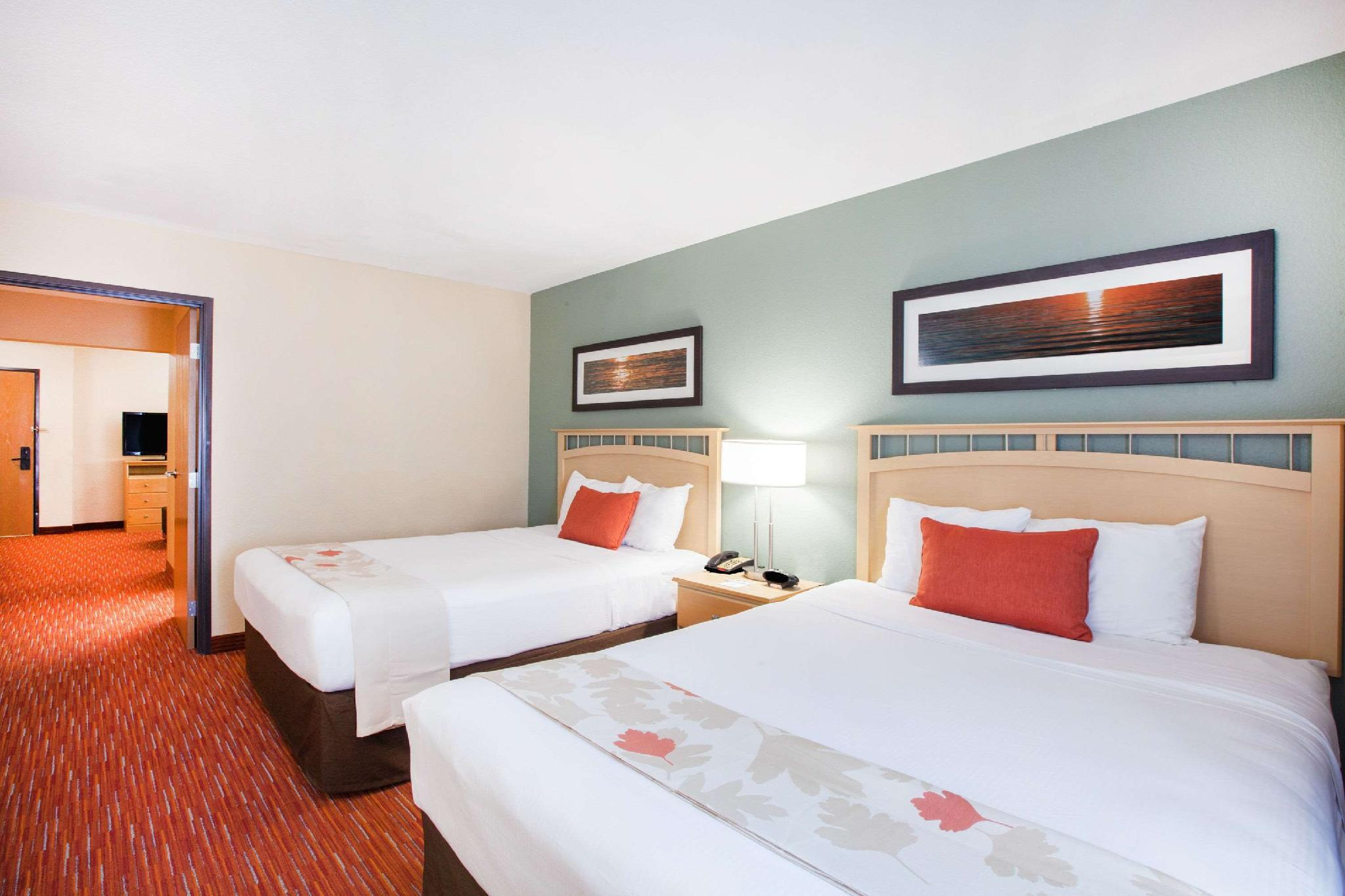 2 Double Beds Studio Suite Non-Smoking