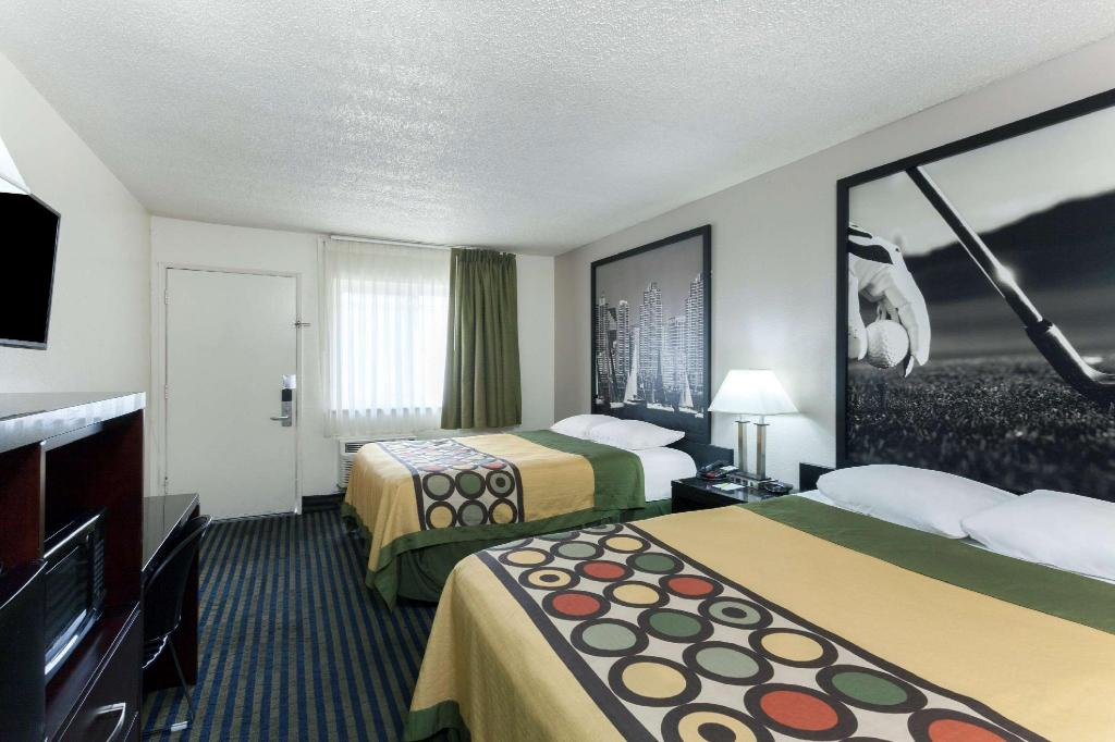1 Queen Bed, Deluxe Mobility/Hearing Impaired Accessible Room, Non-Smoking - Guestroom Super 8 By Wyndham San Diego Hotel Circle