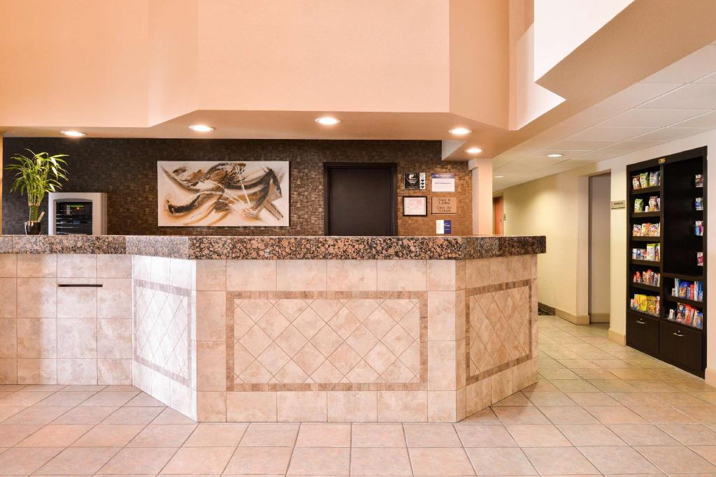 Lobby Best Western Executive Inn and Suites