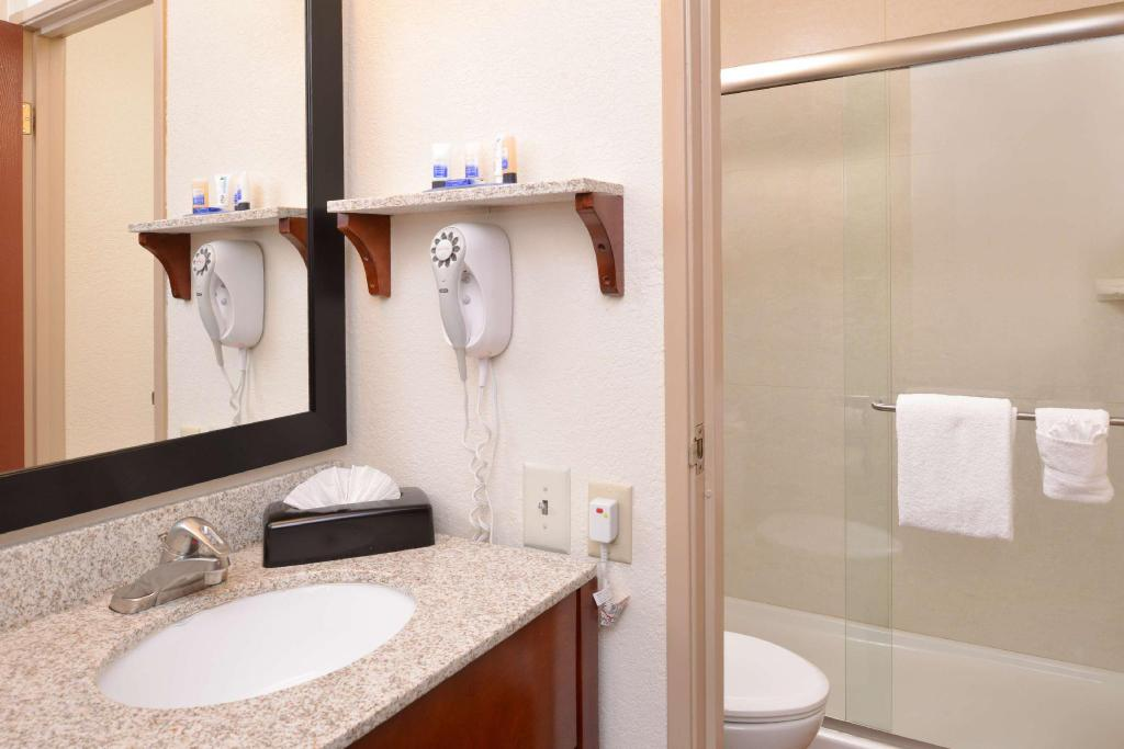 Double with 2 Double Beds - Guestroom Best Western Executive Inn and Suites