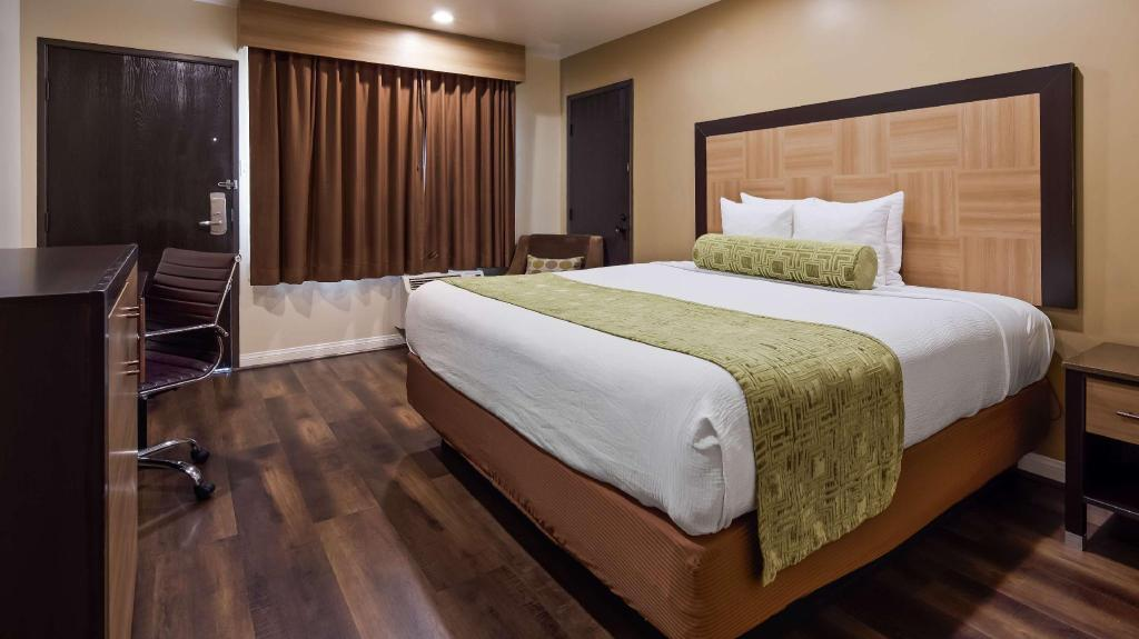 1 King Non-Smoking - Guestroom Best Western Plus Glendale