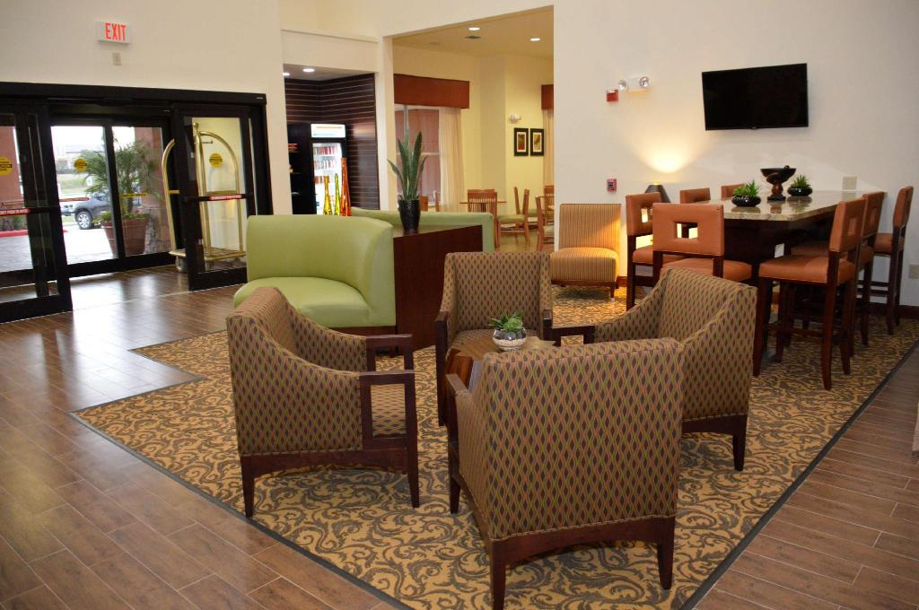 לובי Best Western Plus Hobby Airport Inn and Suites