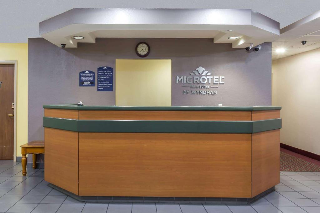 Лобби Microtel Inn & Suites by Wyndham Tallahassee