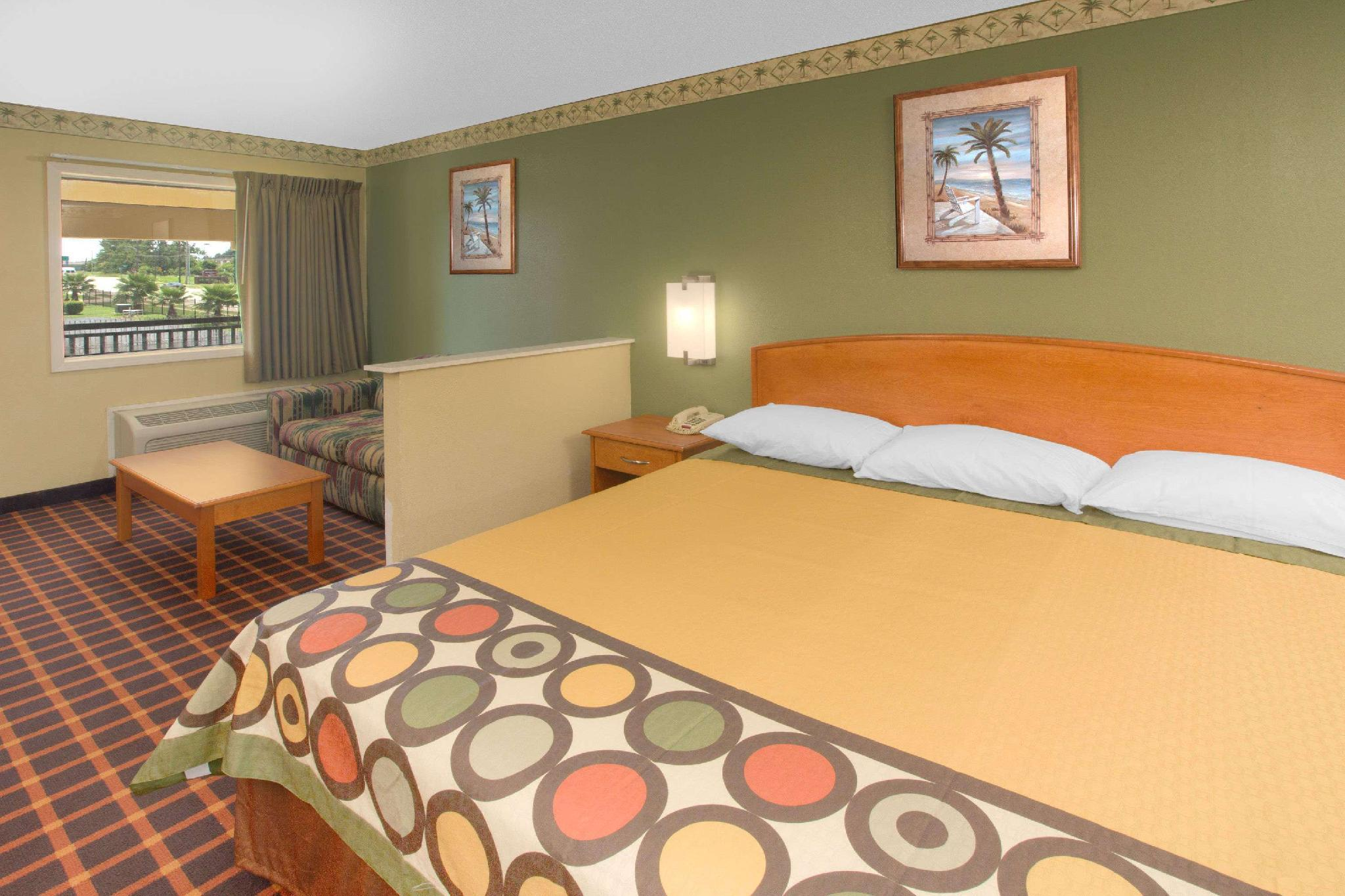 1 King Bed Suite Non-Smoking