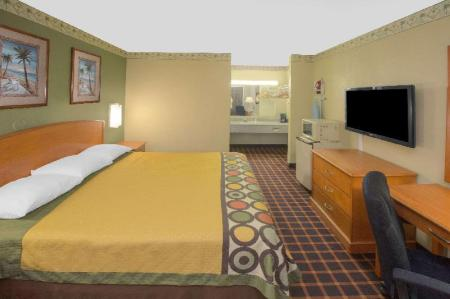 1 King Bed Accessible Room Non-Smoking - Guestroom Super 8 By Wyndham Shreveport
