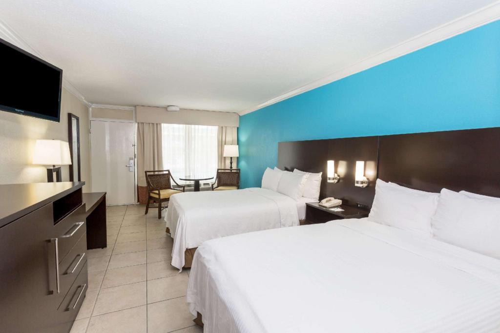 Wyndham Garden Fort Myers Beach In Fl Room
