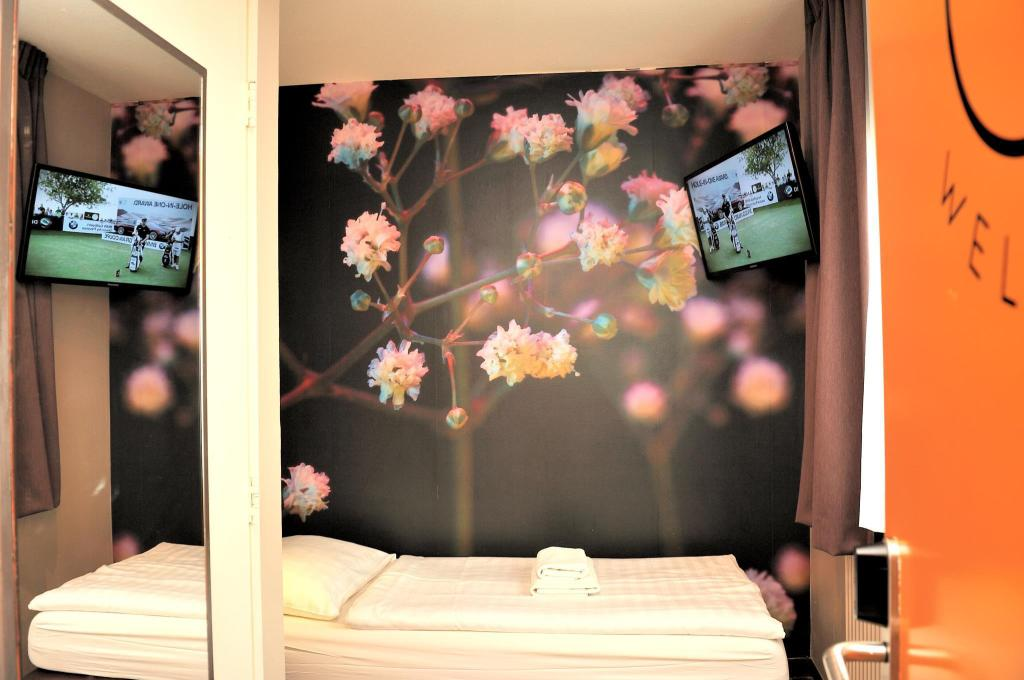 Basic Single Room with Shared Bathroom - Guestroom Budget Hotel Tourist Inn