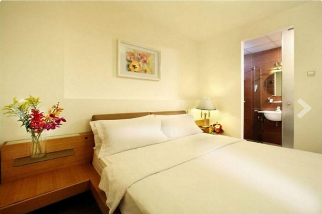 Superior Double Bed - Bedroom A&Em 150 Le Thanh Ton Hotel