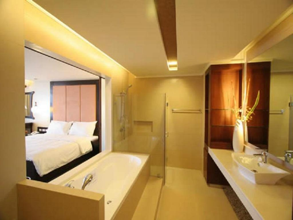 Bathroom Coron Gateway Hotel and Suites