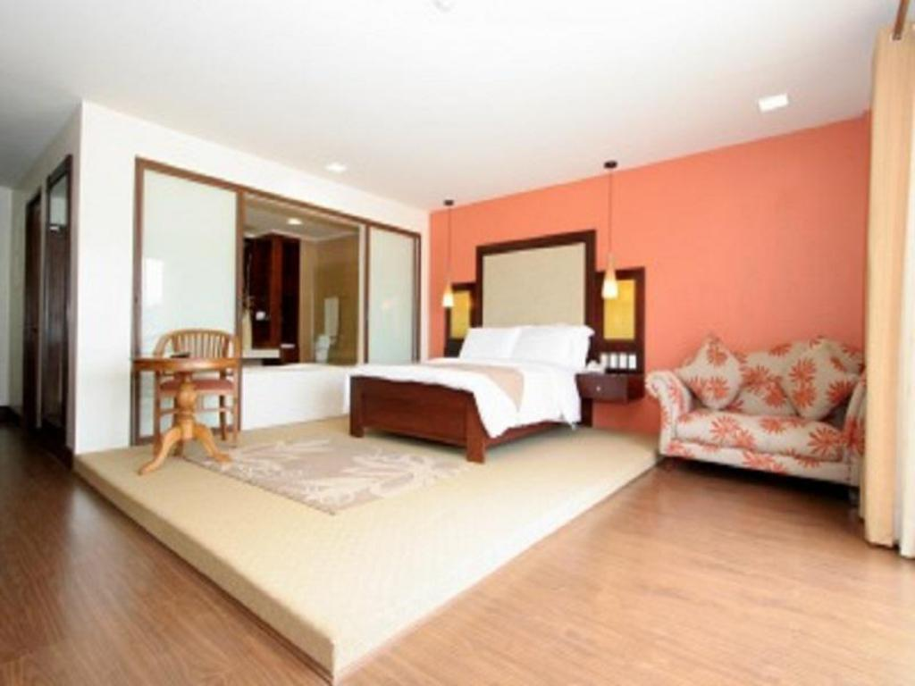 Junior Suite - Guestroom Coron Gateway Hotel and Suites