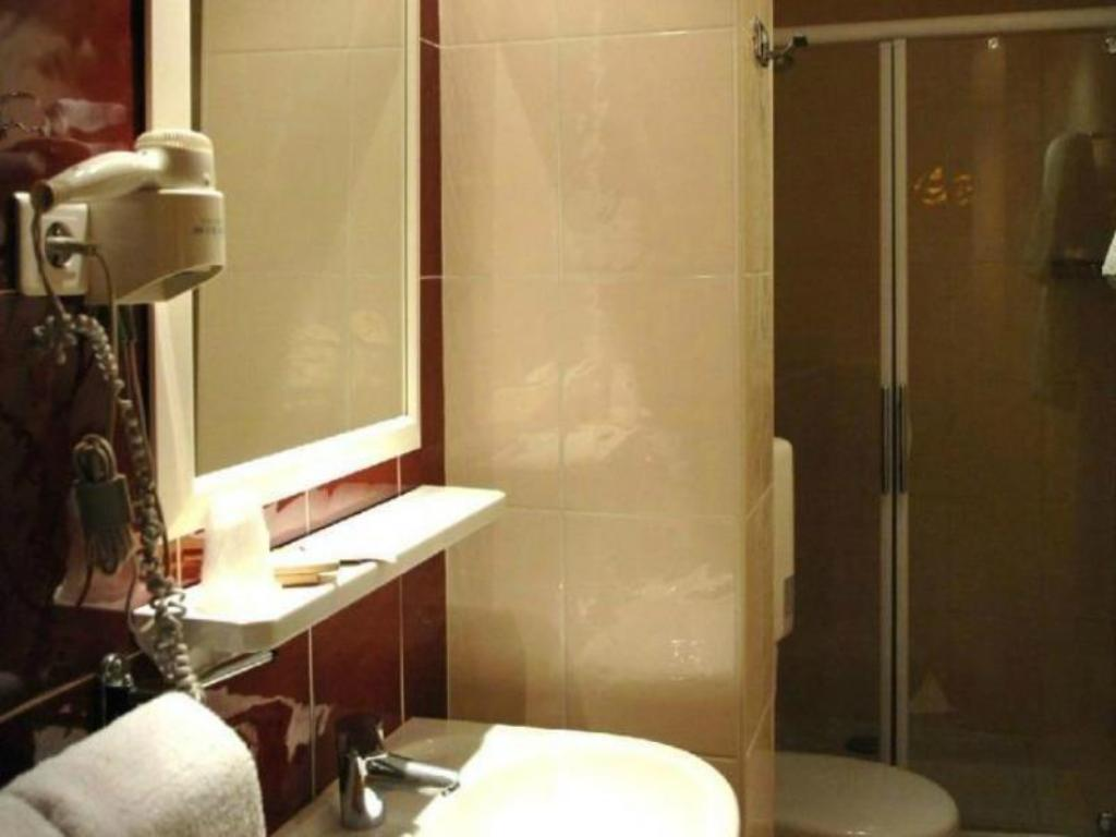 Bathroom Hotel Residence Chalgrin