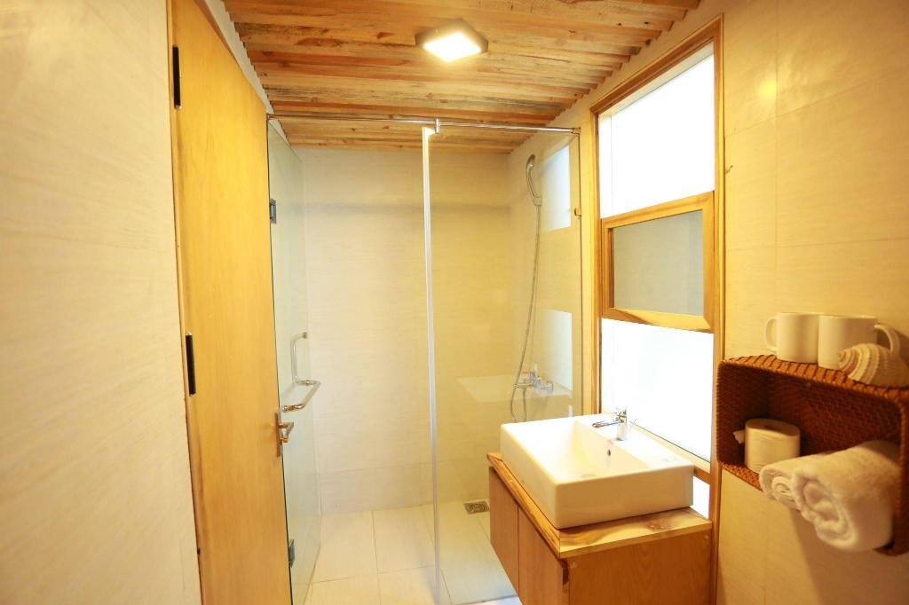 Bathroom 2 Bedrooms Balcony Apartment- Denim House