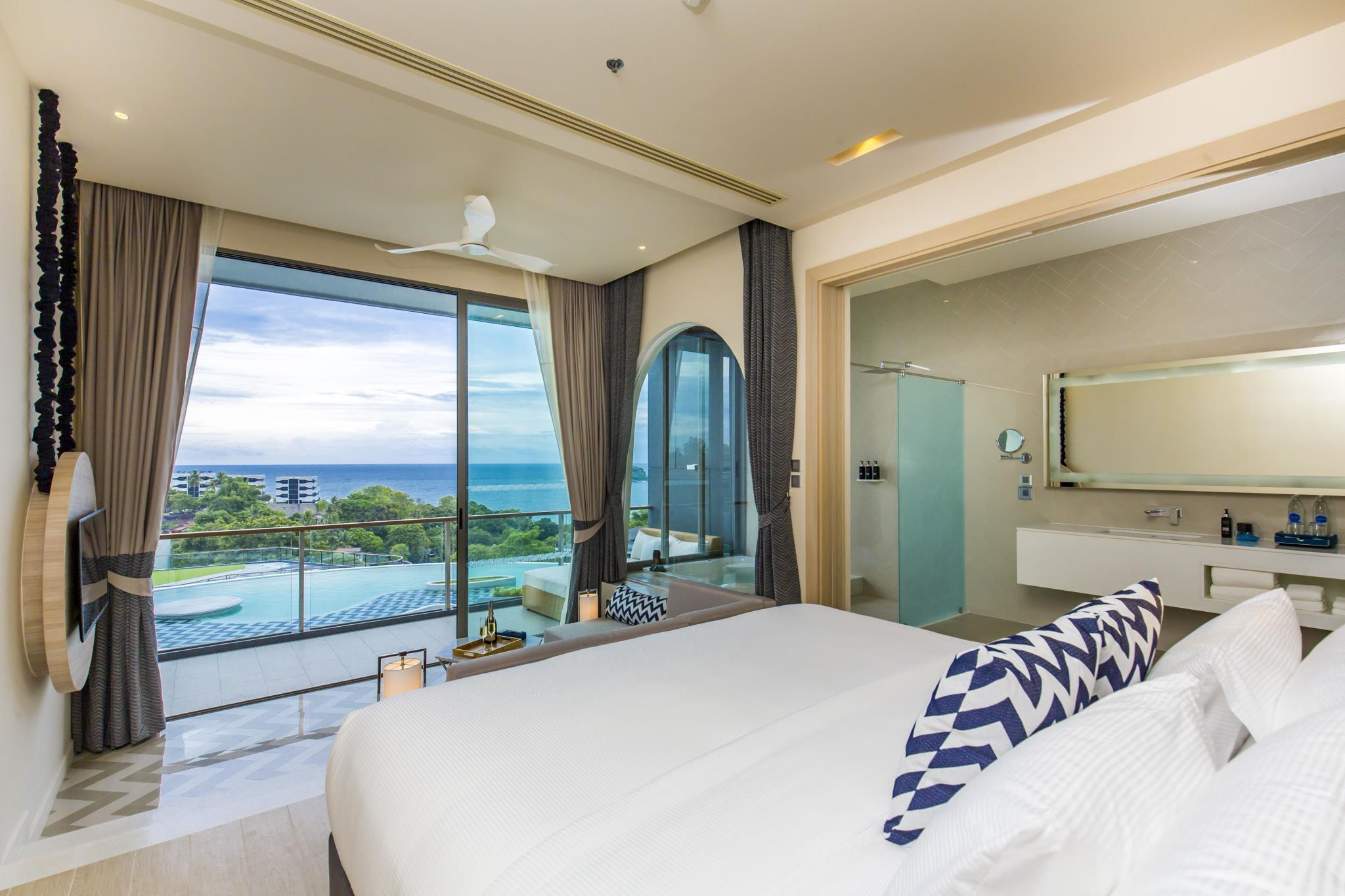 Suite Sea View with Bathtub