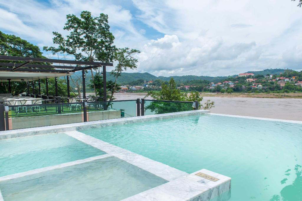 Swimming pool [outdoor] Chiangkhong Teak Garden Riverfront Hotel
