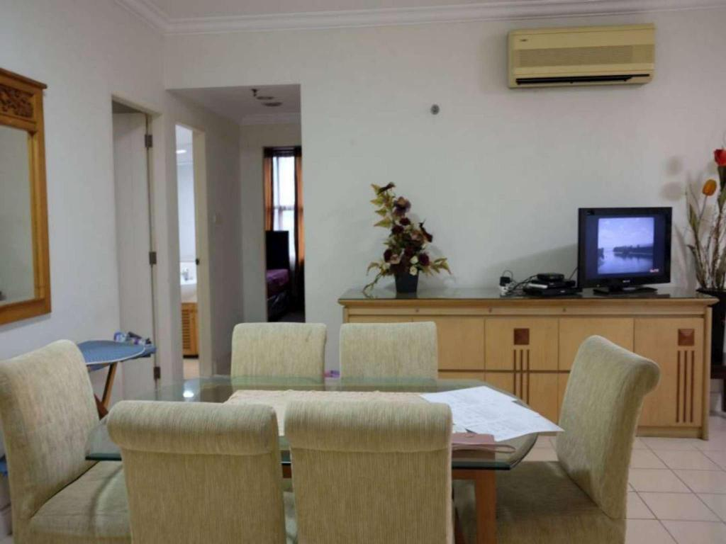 3 BR Unit 3 Apartment Batavia Benhill - Fatmawati