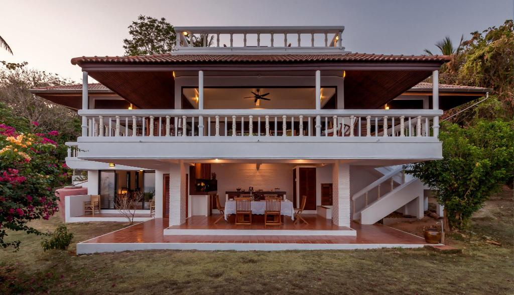 Baan Khunying - Secluded Phuket Beachfront Villa
