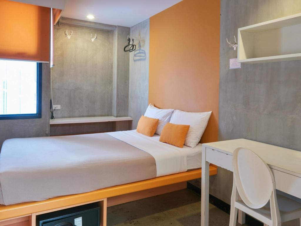 Standard Double with Shared Bathroom Lub d Bangkok Siam Hostel