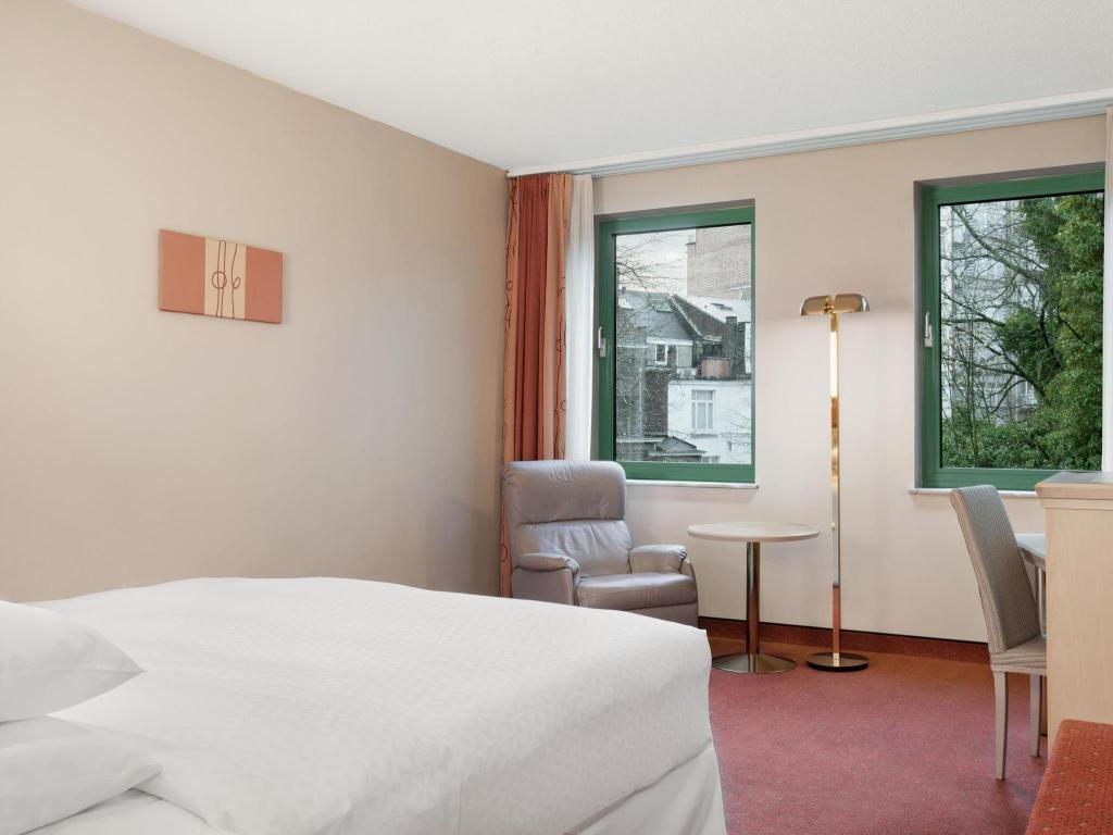 Standard - Guestroom Four Points by Sheraton Brussels